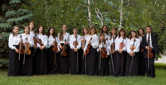 Ансамбль скрипалів. Художній керівник В.В.Кратасюк.